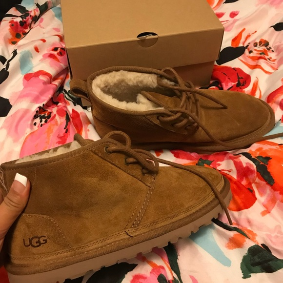 WORN TWO TIMES// WOMEN UGG NEUMEL SIZE 8